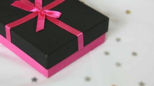 バレンタイン2020年友達に贈る人気の友チョコブランドは?